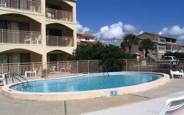 Enjoy The Beach & Pool In This Perfect Gulf Front Condo!